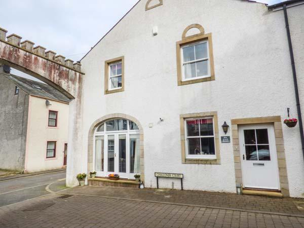 THE COACH HOUSE, Grade II listed, close to river, perfect base for a couple or family, ideal for Lake District, in Cockermouth, Ref 935526 - Image 1 - Cockermouth - rentals
