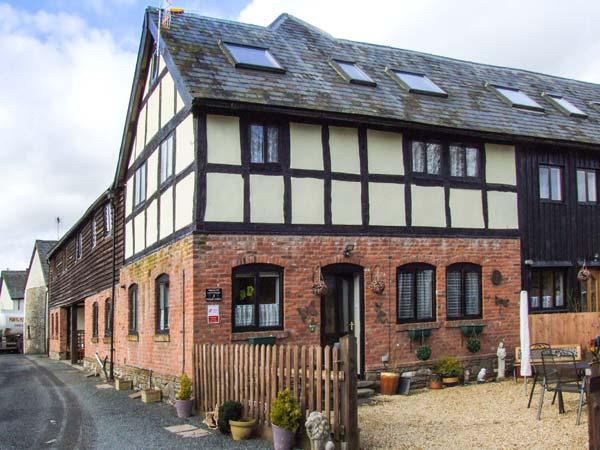 BREEZE COTTAGE, Grade II listed barn conversion, parking, garden, in Presteigne, Ref. 934835 - Image 1 - Presteigne - rentals
