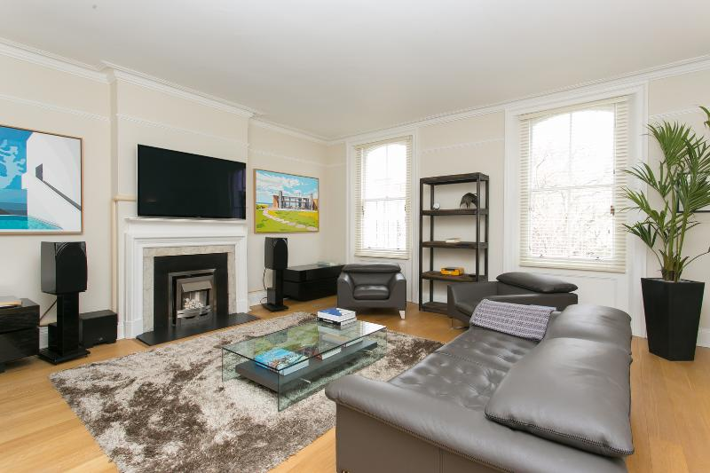A vast and elegant apartment in South Kensington. - Image 1 - London - rentals