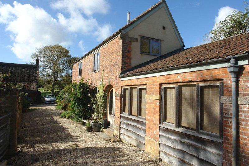 Pittards Farm Cottage - Image 1 - South Petherton - rentals