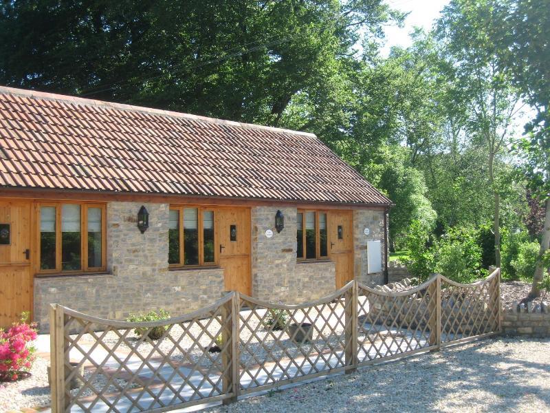 Stable Cottage - Image 1 - Hawbridge - rentals