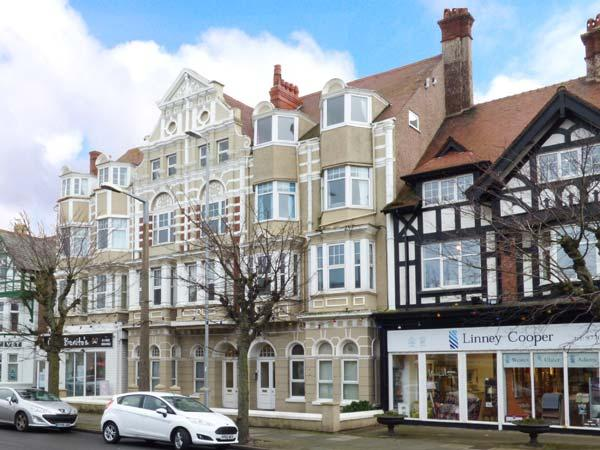 MOSTYN RETREAT, third floor apt., WiFi, central location, in Llandudno, Ref - Image 1 - Llandudno - rentals