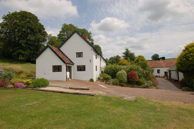 Surridge Farmhouse - Image 1 - Taunton - rentals