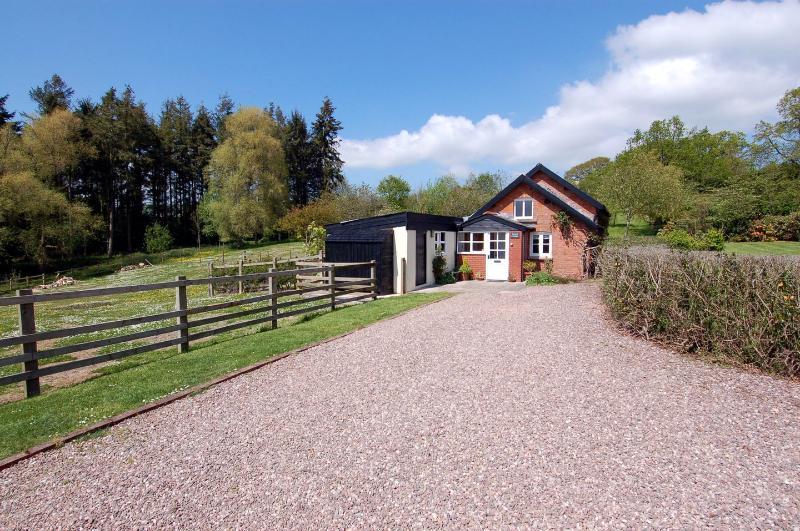 Annas Cottage - Image 1 - Huntsham - rentals