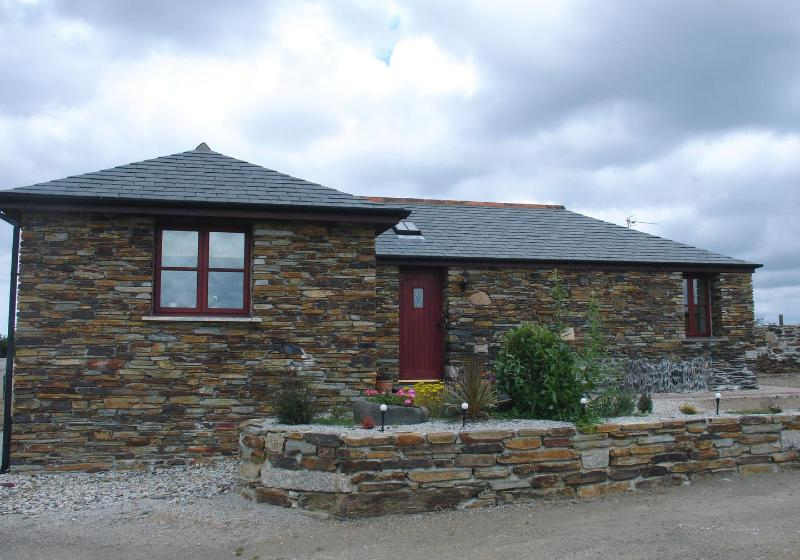 The Barn - Image 1 - Port Gaverne - rentals