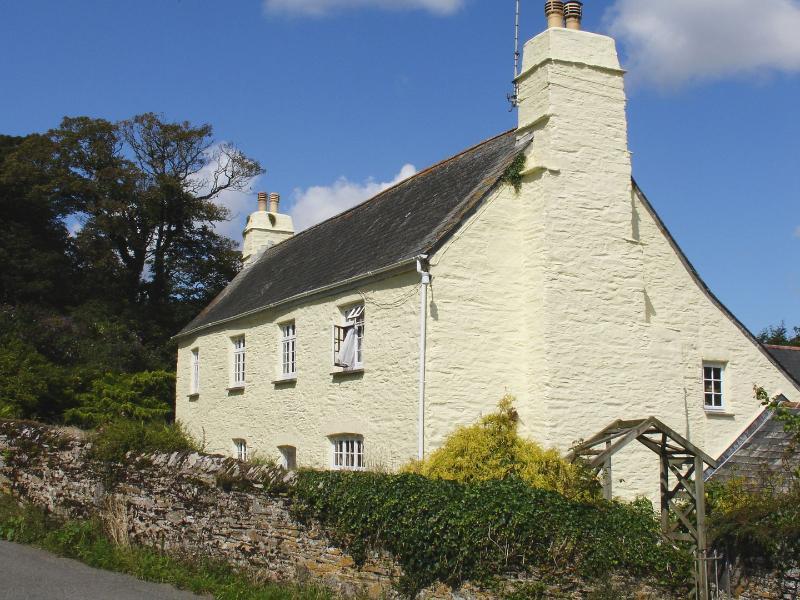 Tregonhawke Farmhouse - Image 1 - Torpoint - rentals