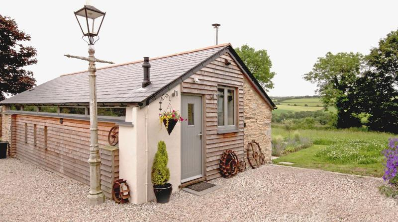 Mugwell Barn - Image 1 - Callington - rentals