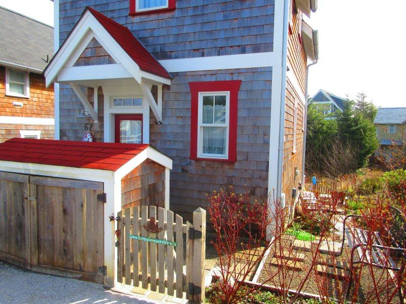 Welcome 67 Lily Lane in the Lily Walk neighborhood at Seabrook. Look for the red roof - Daydream Cottage - Pacific Beach - rentals
