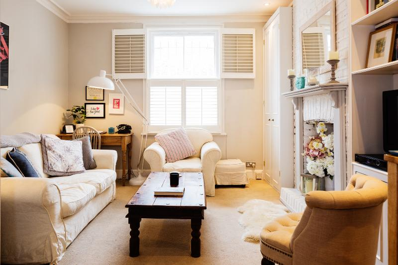 Homely one bedroom apartment with an outdoor seating area. - Image 1 - England - rentals