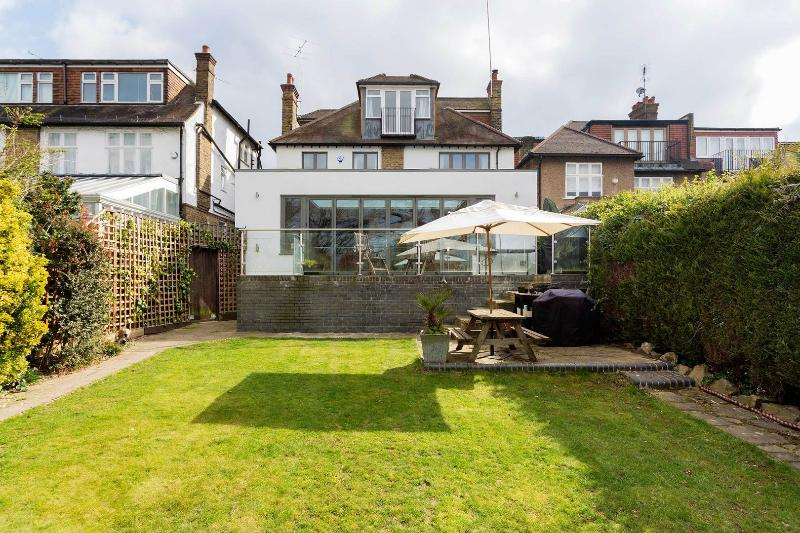 A Spacious and Light family home in Muswell Hill - Image 1 - London - rentals