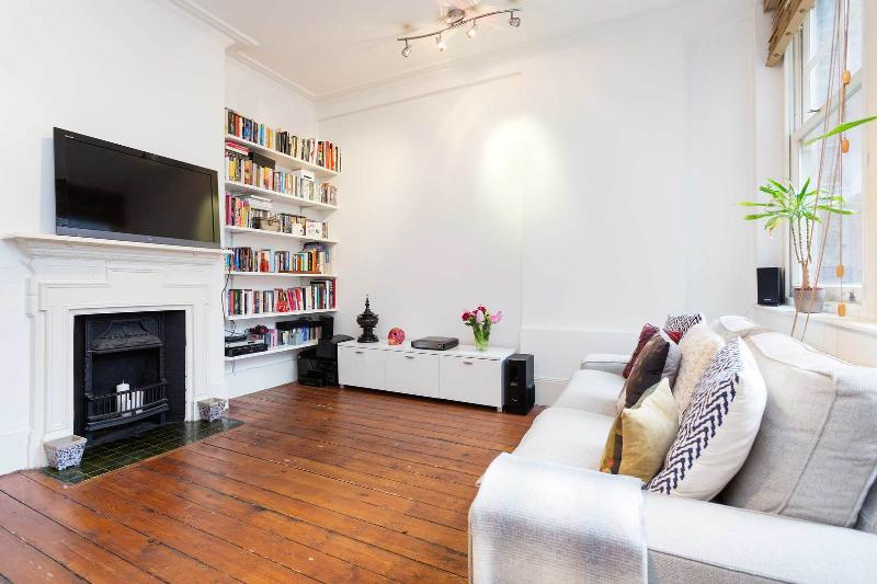 A chic and stylish apartment in the heart of exclusive Covent Garden - Image 1 - London - rentals