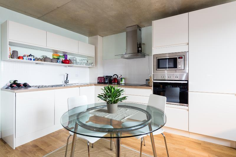 A fresh modern apartment located in trendy North London. - Image 1 - London - rentals