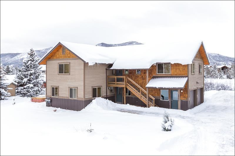 Exterior View of the home in Winter - Beautifully Renovated Private Home - Great Views of the Steamboat Ski Resort (3509) - Steamboat Springs - rentals