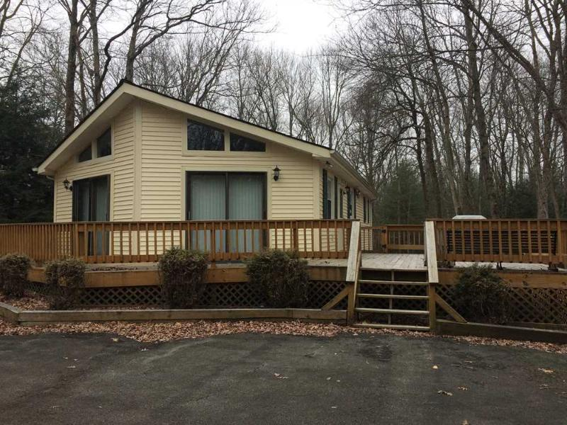 Exterior - Cute as a Button  3 Bedroom Vacation Rental in Albrightsville - Albrightsville - rentals