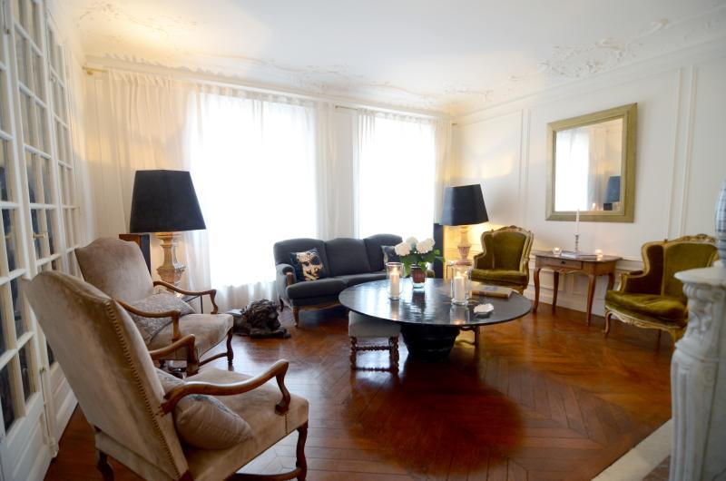 Living room - 1BR chic apt next to Le Bon Marché - Paris - rentals