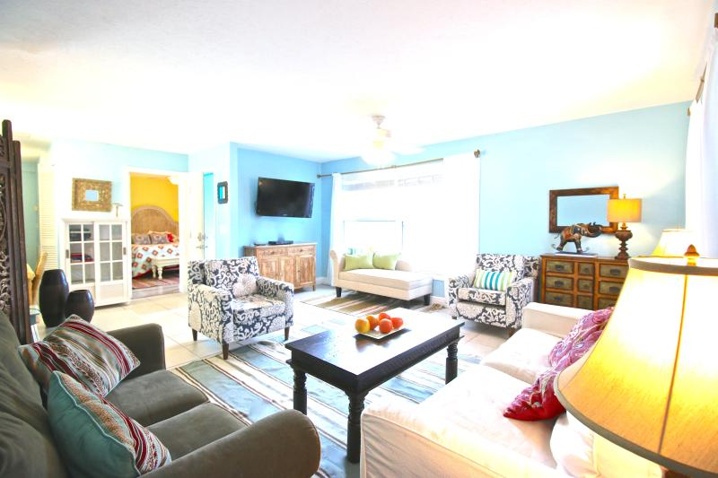 Living Room - Old Man and the Sea Inn #1 - 8 steps to the sand of Siestas best beach! - Siesta Key - rentals