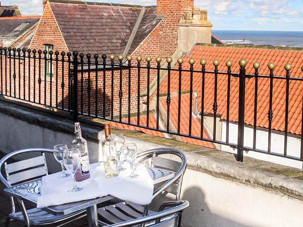 THE CAPTAIN'S HIDEAWAY, pet friendly, character holiday cottage in Whitby, Ref - Image 1 - Whitby - rentals