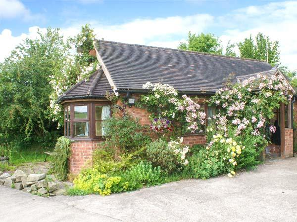 HAYMAKERS COTTAGE, detached, open plan studio accommodation, romantic retreat, countryside views, Minsterley, Ref 22521 - Image 1 - Minsterley - rentals