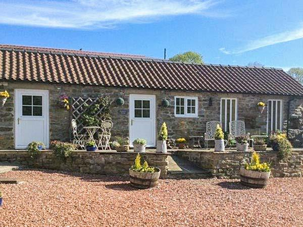 NORAH'S NOOK, WiFi, dog-friendly, rural views, cosy romantic cottage near Kirkbymoorside, Ref. 911836 - Image 1 - Kirkbymoorside - rentals