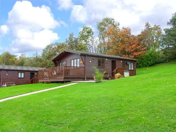 LANDSKER VIEW, traditional cedar lodge, single-storey, enclosed decked area, off road parking, near Narberth, Ref 917326 - Image 1 - Narberth - rentals