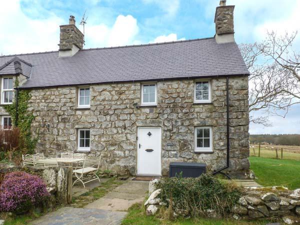 Y BWTHYN TY DU, stone cottage, character, woodburner, rural base, Pwllheli, Ref - Image 1 - Pwllheli - rentals