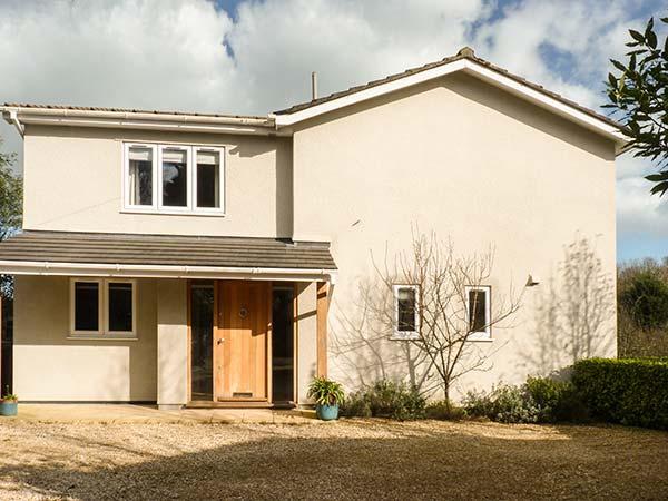 CLOVER COTTAGE, luxury detached cottage, woodburner, designer kitchen, dog-friendly, beach nearby, Beesands, Ref 921732 - Image 1 - Beesands - rentals