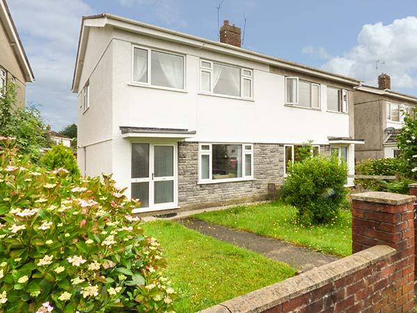 28 PENNARD DRIVE, one mile from the beach, lawned garden, WiFi, Swansea, Ref 924768 - Image 1 - Swansea - rentals