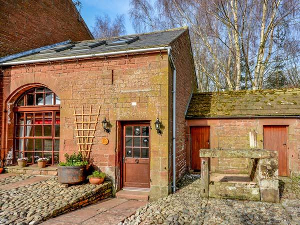 THE COACH HOUSE, cosy, romantic retreat, WiFi, pet-friendly, outdoor woodburner, in Kirkoswald, Ref 924795 - Image 1 - Kirkoswald - rentals