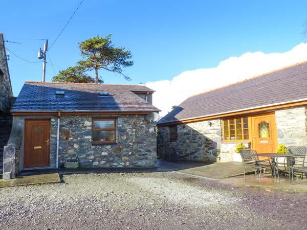 CWT Y CI, ground floor studio, pet-friendly, WiFi, private courtyard, shared garden, in Pentir, Llanberis, Ref 925315 - Image 1 - Llanberis - rentals