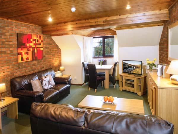 BRECON COTTAGES - CROWS NEST 1, cosy cottage, with shared swimming pool, National Showcaves, single-storey, near Pen-Y-Cae, Ref. 925421 - Image 1 - Pen-y-cae - rentals
