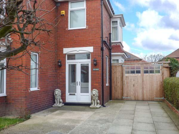 WILLS HOUSE close to beach, enclosed garden, games room in Redcar Ref 928714 - Image 1 - Redcar - rentals