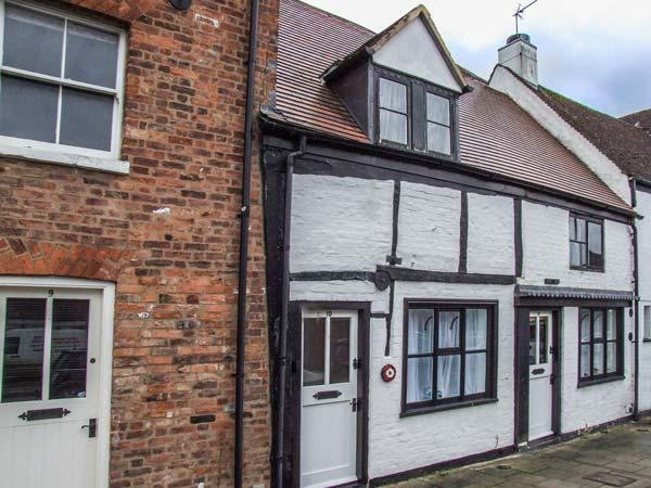 TUDOR ROSE COTTAGE, character, well-furnished, en-suite, WiFi, town centre location, in Tewkesbury, Ref 929786 - Image 1 - Tewkesbury - rentals