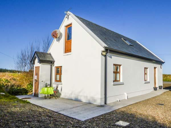 BURRA CHURRAGH, detached, en-suite, parking, patio, romantic base, Doolin, Ref 930024 - Image 1 - Doolin - rentals