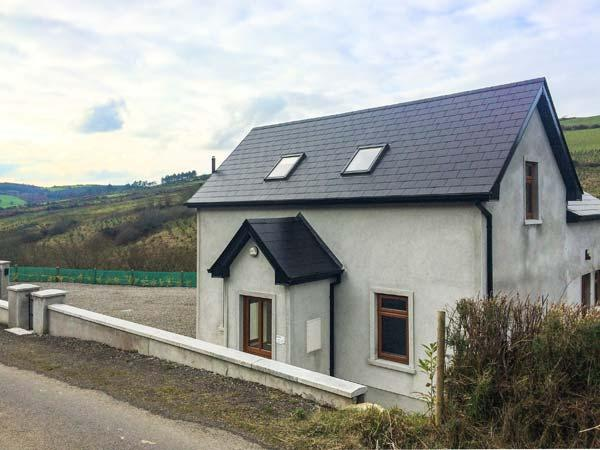 UPPERCHURCH, spa room with hot tub and sauna, scenic views, WiFi, Thurles, Ref 931453 - Image 1 - Thurles - rentals