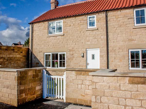 RED GROUSE COTTAGE, end-terrace, stone-built, parking, garden, close to amenities, in Helmsley, Ref 933201 - Image 1 - Helmsley - rentals