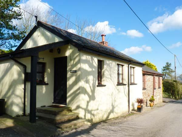 LOGANS, single-storey, detached barn conversion, woodburner, dog-friendly, in - Image 1 - Bideford - rentals