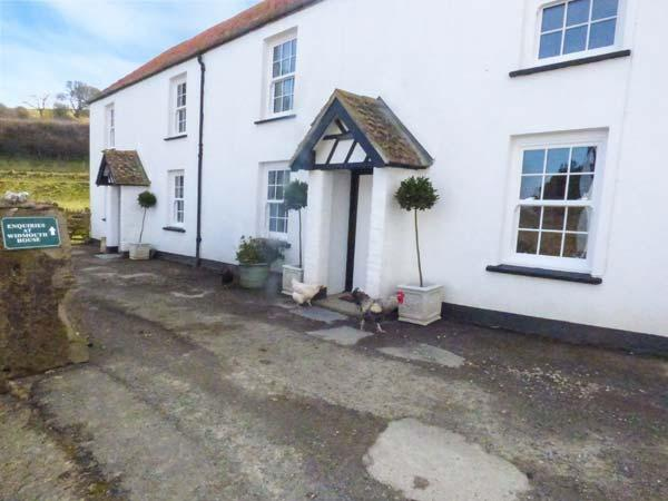 PHEASANT COTTAGE, semi-detached, on working farm, shared private beach, in Berrynarbor, Ref 933602 - Image 1 - Berrynarbor - rentals