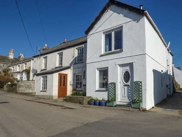 WILLOW COTTAGE, woodburner, close to beaches, pet-friendly, Delabole, Ref 933724 - Image 1 - Delabole - rentals