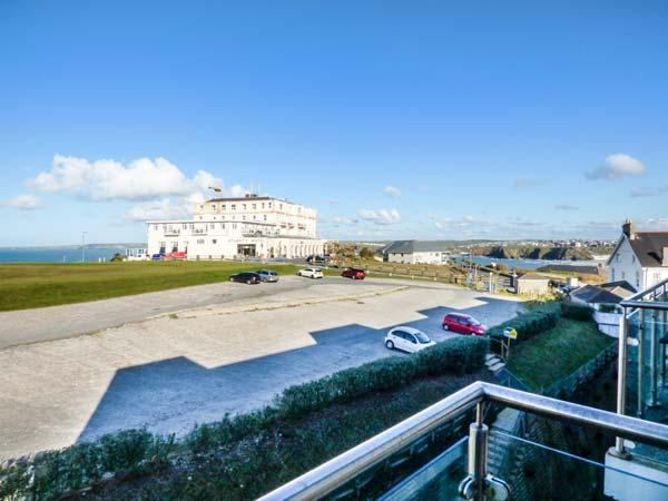 APARTMENT 46 luxury fourth floor apartment, sea views, pet-friendly, WiFi in Newquay Ref 933962 - Image 1 - Newquay - rentals