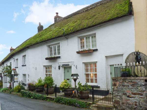 VINEYARD COTTAGE, Grade II listed thatched holiday home, woodburner, walks from the door, in Winkleigh, Ref 934444 - Image 1 - Winkleigh - rentals