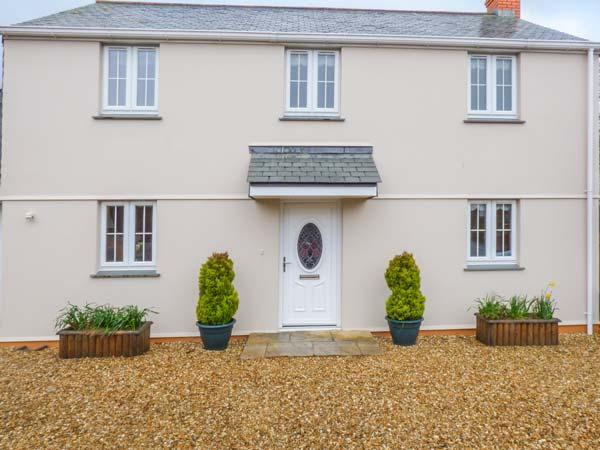 BLUEBELL COTTAGE, detached, woodburner, lawned garden, near beaches, in St Just in Roseland, Ref 934575 - Image 1 - Saint Just - rentals