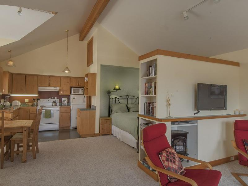 The Studio Suite - LOWEST RATES plus 3rd Night FREE ! OCT. - FEB - Friday Harbor - rentals