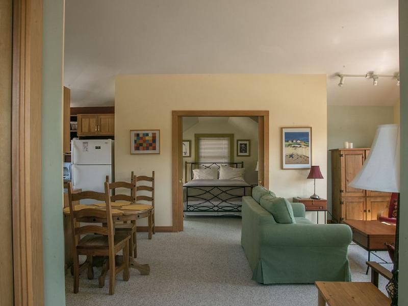 Entering the 1 Bedroom Suite - OUR LOWEST RATES PLUS 3RD NIGHT FREE! NOV - FEB. - Friday Harbor - rentals