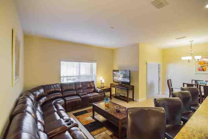 Living Area w/ Reclining Leather Sectional Sofa & Flat Screen TV - 8915 Paradise - Kissimmee - rentals