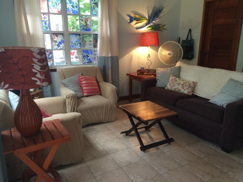 Living room - Mayflower Casita- pool/beach loungers 2 min walk - San Pedro - rentals