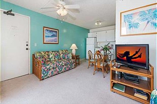 Charming Condo with Amenities and Free Parking - Image 1 - Honolulu - rentals