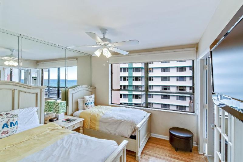 Modern condo close to beach w/2 pools, restaurant on-site! - Image 1 - Miami Beach - rentals