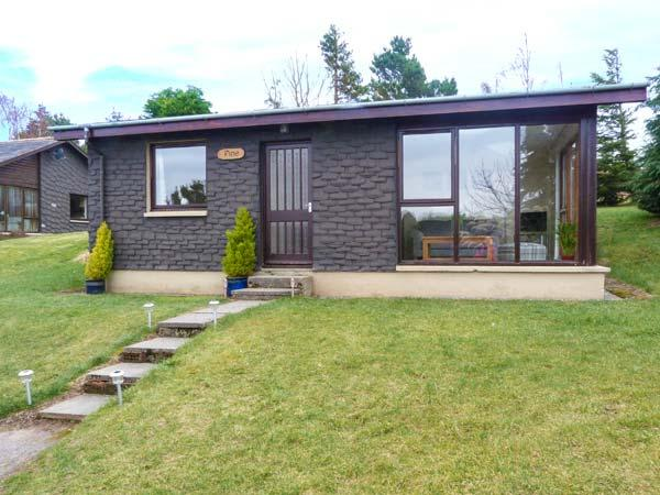 PINE LODGE, detached, WiFi, lawned garden, lovely views, close to Culbokie, Ref 933067 - Image 1 - Culbokie - rentals