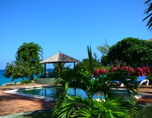 Front Grounds - Romantic Luxury Ocean Villa, with Private Maid. Driver/Food/Tours available. - Runaway Bay - rentals