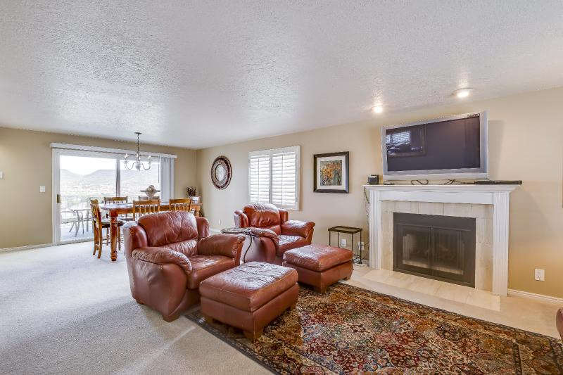 Beautiful 2 bed/2 bath - Open Concept Floor Plan - Stunning Condo with Amazing Views of Red Rock Mtns - Saint George - rentals
